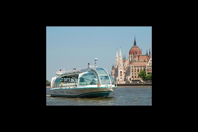 遊覧船でブダペストを観光 ドナウ川クルー...の写真