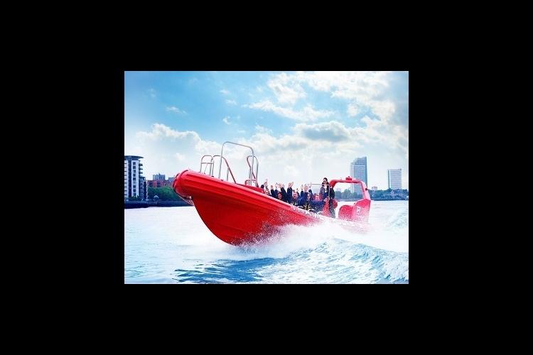 テムズ河を走るスピードボート テムズ・ロ...の写真