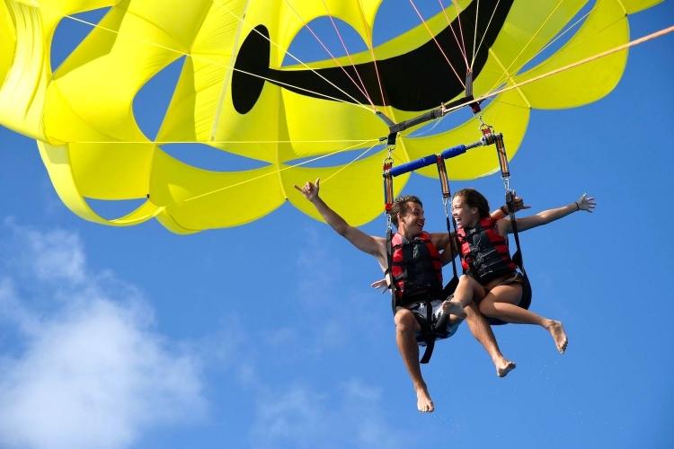 どこまでも広がるハワイの空へテイクオフ!...の写真