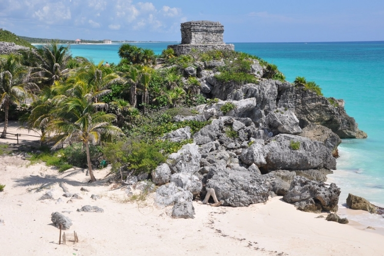 カリブ海を臨む絶景の秘境 トゥルム遺跡ツ...の写真