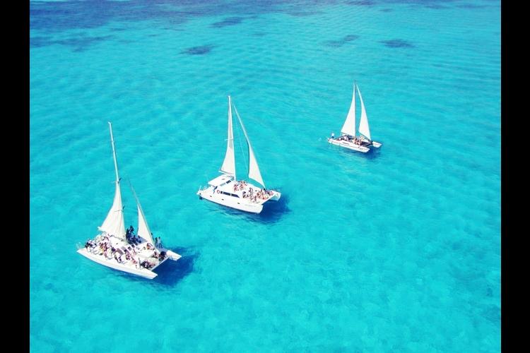 ムヘレス島へクルージング! カタマランツ...の写真