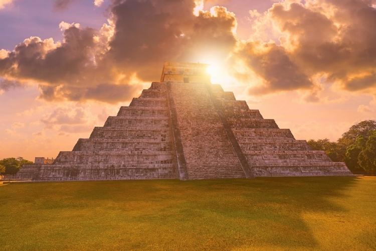 マヤ文明の遺跡 チチェン・イッツァ 日の...の写真