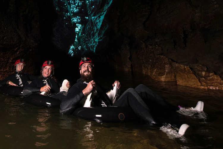 ワイトモ洞窟 ブラックウォーターチューブ...の写真
